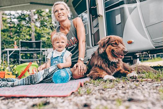 Mit dem Wohnmobil hat die ganze Familie immer ihre Unterkunft dabei.